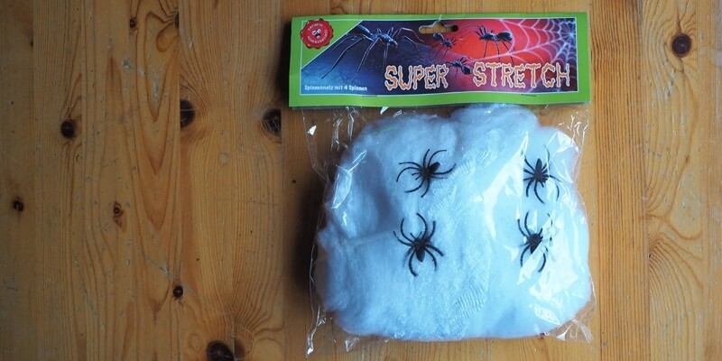 Günstige Plastik-Spinnen für die Grusel-Schnitzeljagd