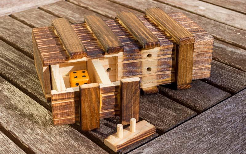 Escape Room Rätsel-Spiel: Trickkiste aus Holz