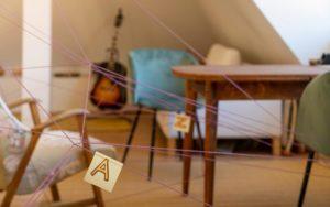 Spiel für Regentage: Wie am Schnürchen Schnitzeljagd für Zuhause