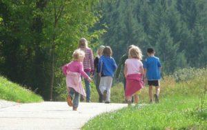 Spaziergang mit Kindern: Ideen für den Familienspaziergang