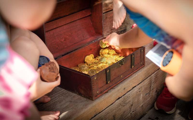 Schatz & Schatzkiste bei einer Schatzsuche für Kinder